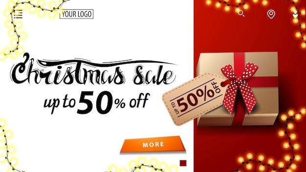 Liquidação de natal, até 50 off, banner de desconto branco e vermelho para site com presente com etiqueta de preço, vista de cima