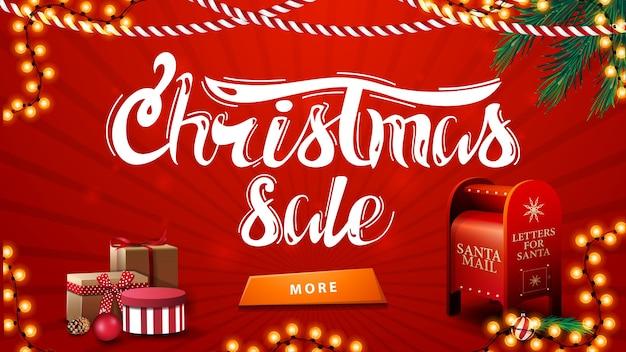 Liquidação de natal, banner vermelho de desconto com guirlandas, galhos de árvores de natal, botão, presentes e caixa de correio do papai noel