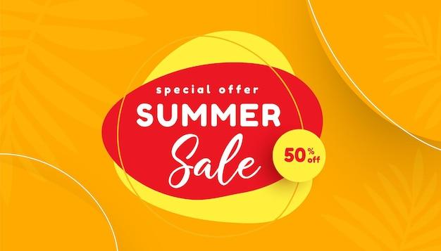 Liquidação de verão com banner de promoção de folhas tropicais Vetor Premium