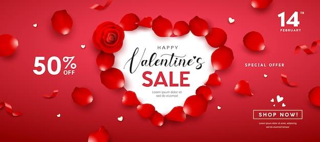 Liquidação do dia dos namorados, banner com formato de coração com pétalas de rosa vermelha