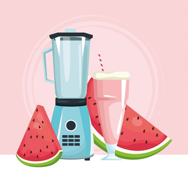 Liquidificador com suco de melancia e fatias de frutas