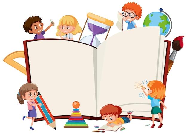 Livro aberto vazio com crianças em idade escolar e elementos de papelaria