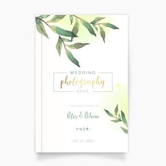 Livro de fotografia de casamento com folhas em aquarela