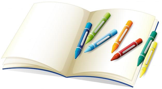 Livro em branco e muitos lápis de cor
