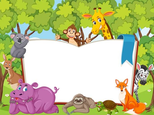 Livro em branco gigante com animais selvagens na floresta