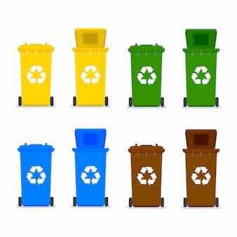Lixeiras com símbolo de reciclagem.
