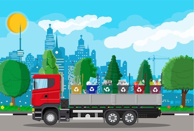 Lixo de transporte de caminhão. eliminação de resíduos de automóveis.