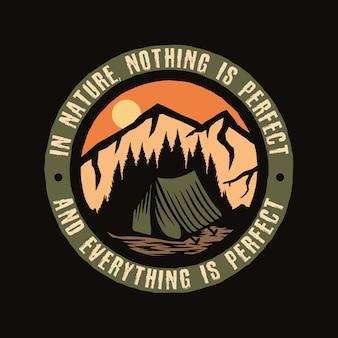Logotipo colorido da viagem de aventura em acampamento
