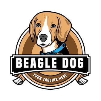 Logotipo com emblema de cão beagle fofo isolado no branco