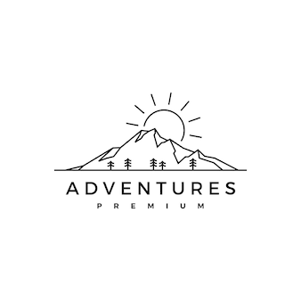 Logotipo da aventura ao nascer do sol na montanha de pinheiros Vetor Premium