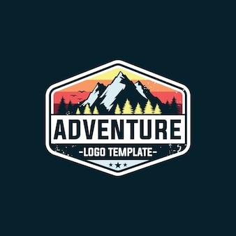Logotipo da aventura e modelos de crachá