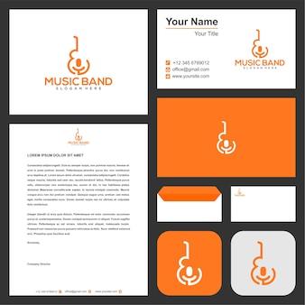 Logotipo da banda de música no conceito de guitarra e microfone com cartão de visita