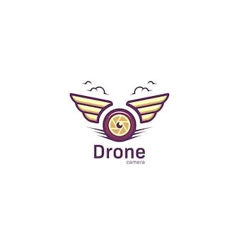 Logotipo da câmera de drone de fotografia aérea com asa em desenho ousado chiqueiro
