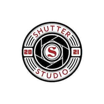 Logotipo da lente da câmera com inspiração de design da letra s inicial