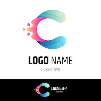 Logotipo da letra c inicial com respingos de água