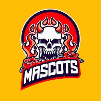 Logotipo da mascote da caveira com fogo e rosa