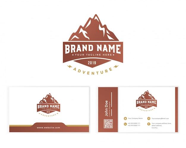 Logotipo da montanha com artigos de papelaria cartão de visita