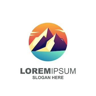 Logotipo da montanha moderna premium