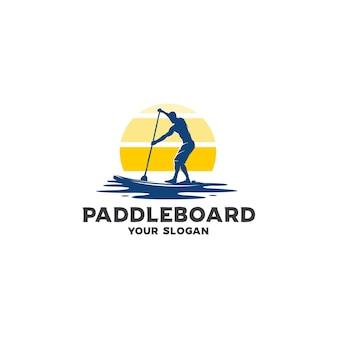 Logotipo da silhueta do paddleboard oceano