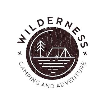 Logotipo de acampamento ao ar livre