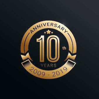 Logotipo de aniversário de 10 anos com estilo ouro