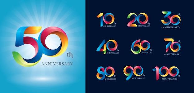 Logotipo de aniversário, logotipo de fitas de torção colorida, letras numéricas estilizadas de origami.