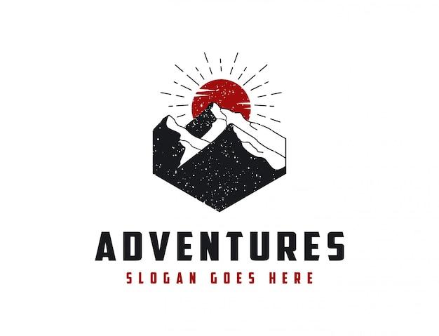 Logotipo de aventura de paisagem de montanha