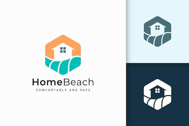 Logotipo de casa ou resort à beira-mar com forma abstrata para imóveis