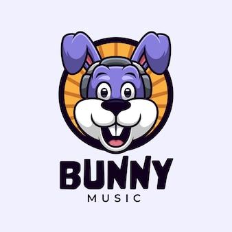 Logotipo de desenho animado com coelho ouvindo música no fone de ouvido
