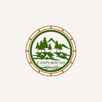 Logotipo de emblema de aventuras de acampamento