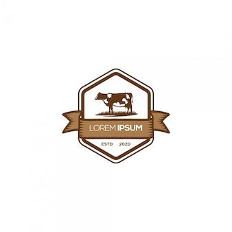 Logotipo de emblema de fazenda de vaca