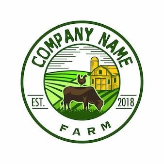 Logotipo de fazenda clássico com colinas como plano de fundo