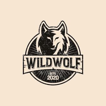 Logotipo de lobo selvagem vintage isolado em rosa