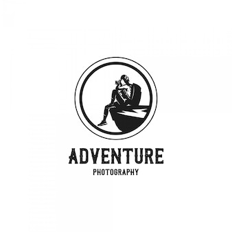 Logotipo de silhueta de fotógrafo de aventura mulher