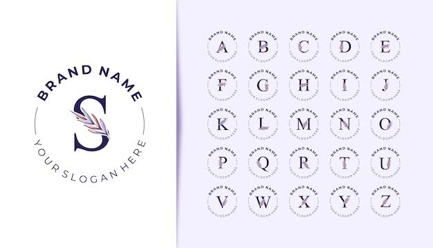 Logotipo do alfabeto com lindas folhas desenhadas à mão