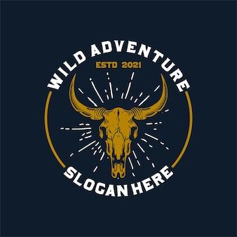 Logotipo do emblema da aventura selvagem