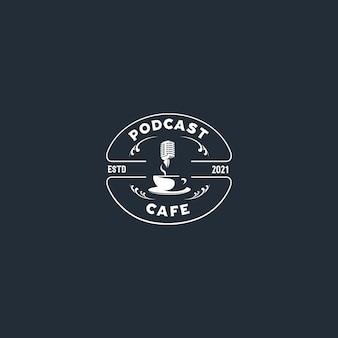 Logotipo do emblema da silhueta do café de podcast