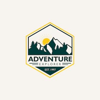 Logotipo do emblema de aventura explorador