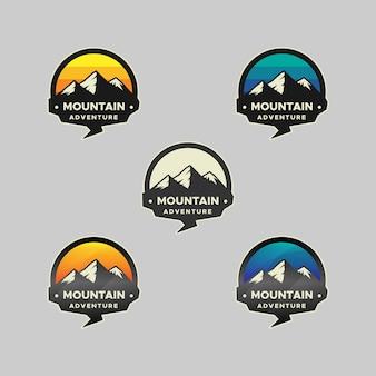 Logotipo do emblema de aventura na montanha
