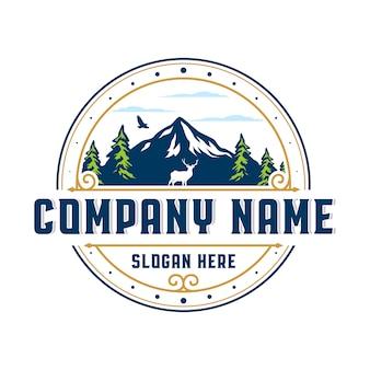 Logotipo do emblema vintage da montanha
