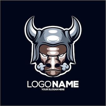 Logotipo do mascote do touro viking isolado em azul escuro