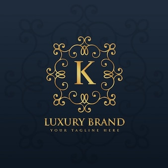 Logotipo do monograma floral bonito para a letra k