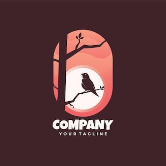 Logotipo do pássaro no estilo escuro da árvore