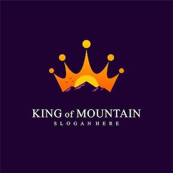 Logotipo do rei da montanha com conceito de coroa Vetor Premium