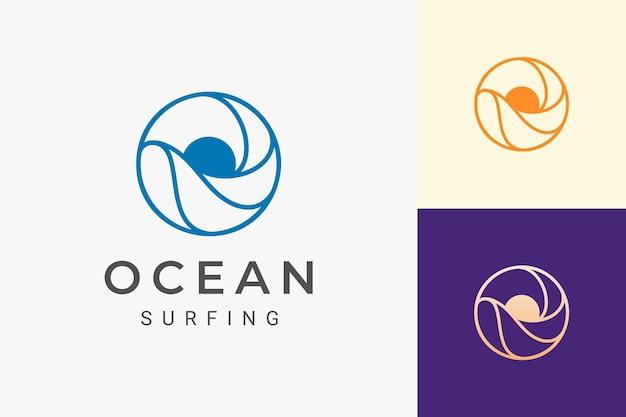 Logotipo do tema mar ou água com ondas e sol em forma de círculo