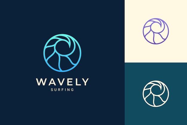 Logotipo do tema marinho ou aquático em forma de círculo simples de ondas do oceano