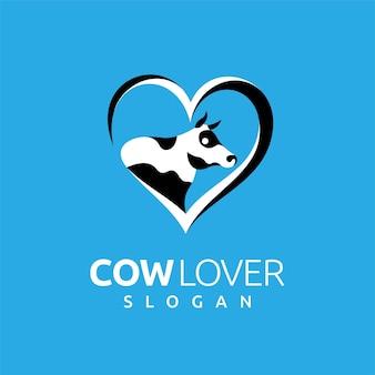 Logotipo dos amantes da vaca com conceito de amor