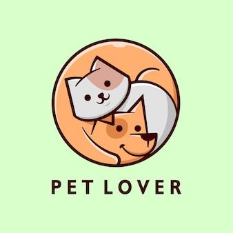 Logotipo dos desenhos animados do gato cinzento bonito e do cão marrom