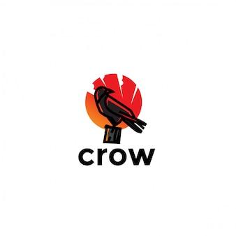 Logotipo exclusivo brincalhão corvo. moderno