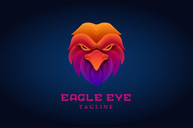 Logotipo gradiente de cabeça de águia colorido